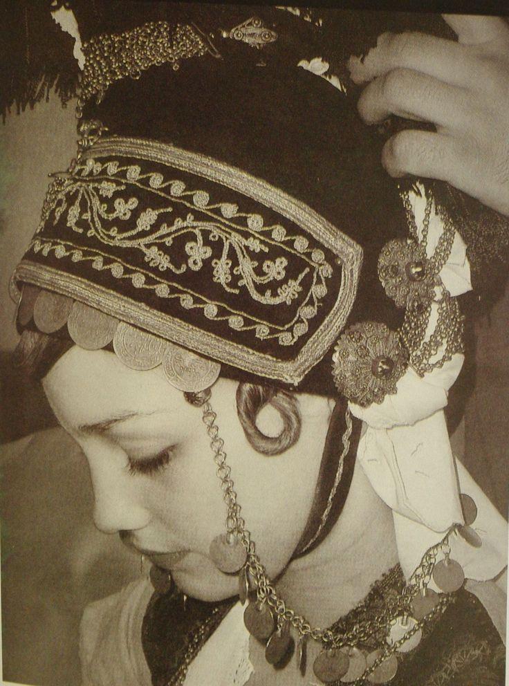 Ρουμλούκι περιοχή του βορειοανατολικού τμήματος της πεδιάδας της Ημαθίας.Κάλυμμα της κεφαλής, «κατσούλι».