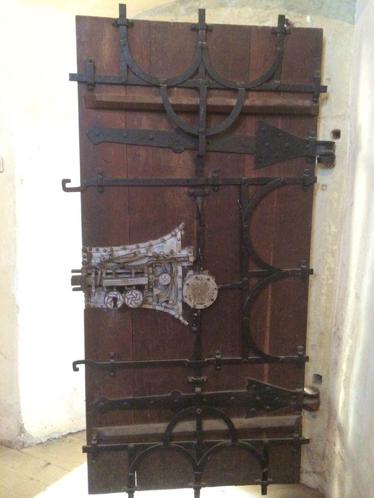 Usa din interiorul bisericii fortificate din Biertan