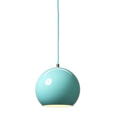 Topan taklampe fra & Tradition, designet av Verner Panton. Ofte er de enkleste formene de mest m...