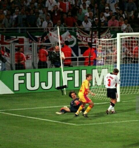 Romania 2 England 1 in 1998 in Toulouse. Dan Petrescu turns after scoring on 90 mins for Romania in Group G #WorldCupFinals