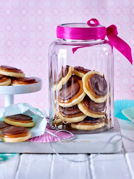 Knuspriger Keks, weiches Karamell und knackige Schokolade
