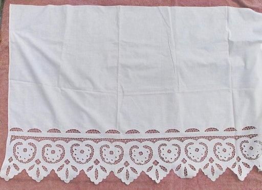 Подзор ришелье 50-е г.г. Подзор , красивая вышивка ришелье,размер 78 х 198