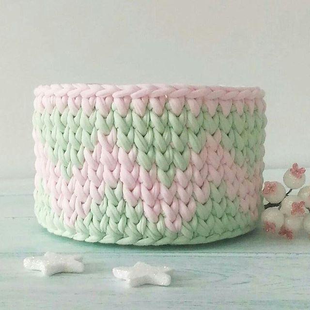 Inspiração fofucha da noite...❤ From @home_crafts_42 . . #basket #trapillo #croche #fiosdemalha