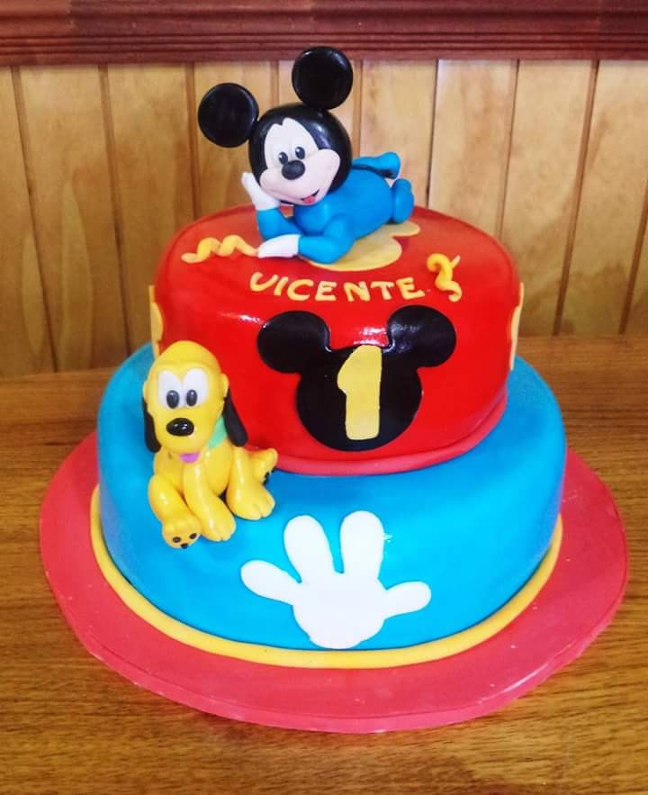 Más #Mickey #Pluto #fondant #cake by Volován Productos #instacake #puq #Chile #VolovanProductos  #Cakes #Cakestagram #SweetCake