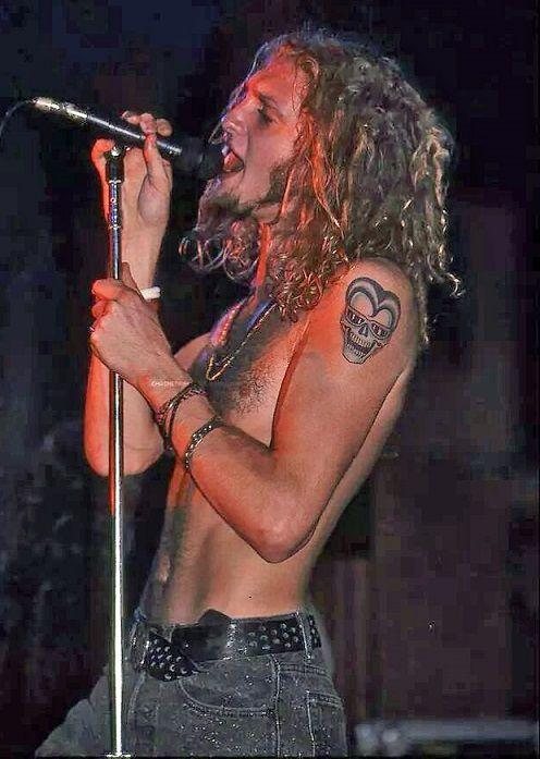 Layne Staley Leia agora os nossos artigos sobre música grunge em http://mundodemusicas.com/category/grunge/
