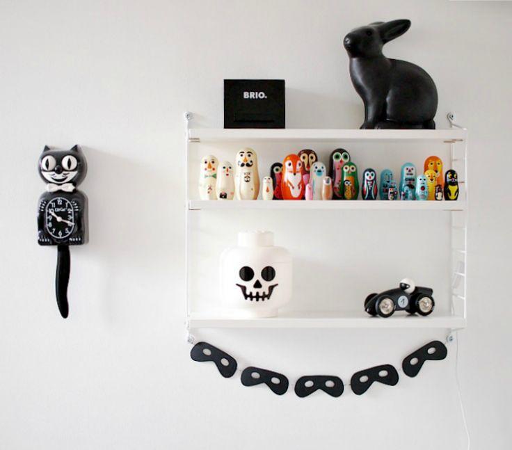 kitty cat clock, legohead, kids room, brio, string pocket, monochrome,
