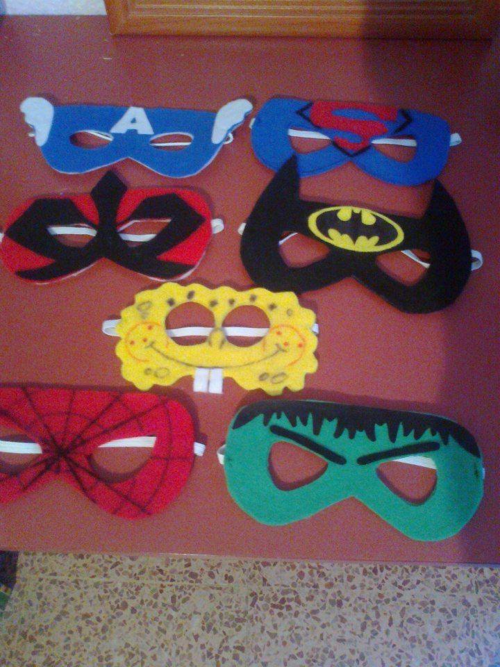 Para un cumpleaños, boda, bautizo, si quieres tener a los niños entretenidos el fieltro da muchas posibilidades!!! Aquí tenemos al Capitan America, Superman, Power Ranger ninja rojo, Batman, Bob Esponja, Spiderman y Hulk!
