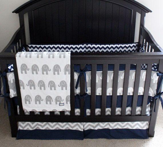Personnalisé literie pour berceau, ensemble de literie, lit d'enfant - Chevron bleu marine et gris éléphant bébé literie de bébé par GiggleSixBaby sur Etsy https://www.etsy.com/fr/listing/192046250/personnalise-literie-pour-berceau