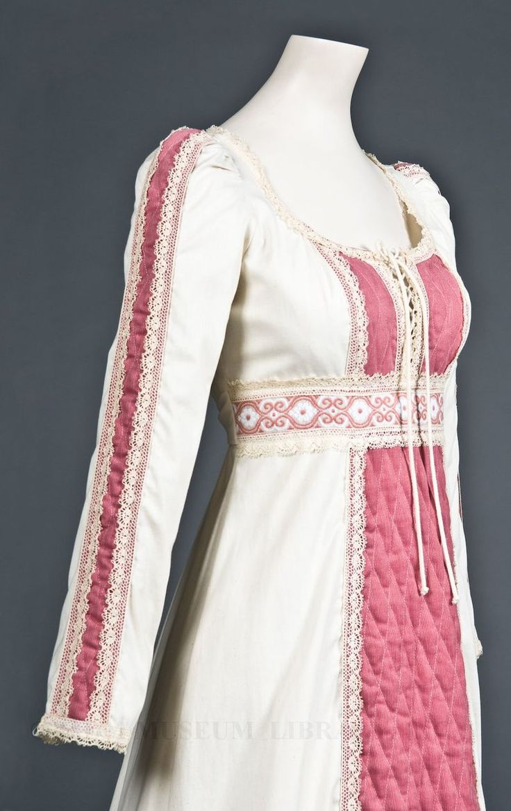 FIDM MUSEUM: 1970's Gunne Sax Dresses- a nice blog post about the history and design of my favorite dresses/ skirts. a must read for any fan of Gunne Sax.