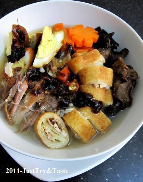Just Try & Taste: Timlo Solo dengan Telur Masak Kecap, Sosis Solo, Wortel dan Jamur Kuping