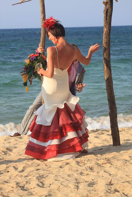 IMG_1753 by ssalyer, via Flickr  Not my style but creative nonetheless. Plus the wedding was in Roatan!