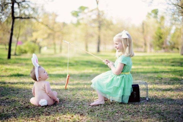 Easter picture idea, adorable, sibling photo...I think Haleigh needs to be sitting on a blanket tho! Ouch!