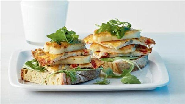Amateur Cook Professional Eater - Greek recipes : Open sandwich with Haloumi cheese, omelette and oil/lime dressing