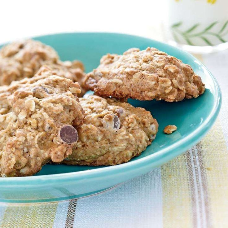 Mashed banana adds rich flavor and moistness to these cookies. Banana-Oatmeal Chocolate Chip Cookies - Myrecipes