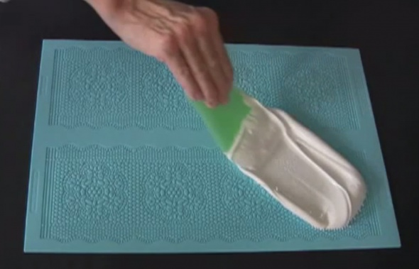 Sugar Veil icing. I saw this video on YouTube. Awesome!