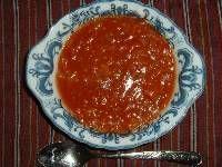 無農薬栽培の調理用トマト(シェフトマト)で、 水なし「トマトだけシチュー」をつくった。     煮込んだトマトに、SBのハヤシフレークを少し入れて、 とろみをつけただけだが、とってもおいしい。 まずはトマトだけので食べて、 彩りにフレッシュバシルを添えてみたが、 ともちゃんはバジルの香りがないほうが好きということ。  今年は生食用のトマトも、たくさんの実をつけている。    左がシェフトマト。少し細ながい。右は桃太郎。  無農薬「トマトだけシチュー」のつくり方 ①まずは収穫したトマトをきれいに洗う。   ②トマトを小さめに切って、なべに入れ、  弱火にかけて、30分ほど煮る。  (時間はお好みで、形が残っているのがよいなら短め)。    ...
