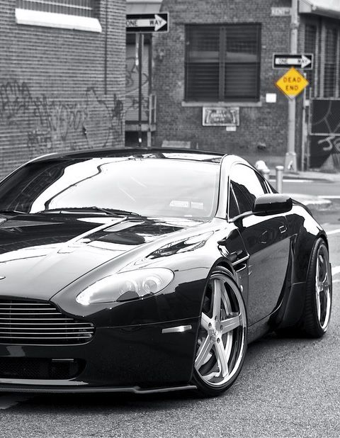 ASTON MARTIN The power of King