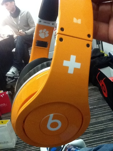 YES! ED Sheeran beats reason 124690542608350044908907760699 I need a pair of these