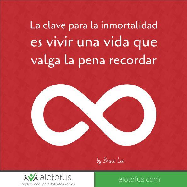 La clave para la #inmortalidad es vivir una #vida que valga la pena #recordar. Bruce Lee www.alotofus.com #quote #motivación #frase