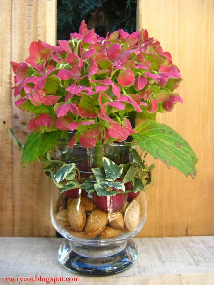 hortensia con almendras, manzanitas y una rama de hiedra mini