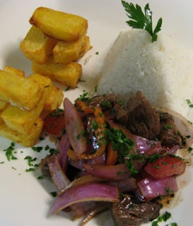 Lomo saltado, comida peruana.