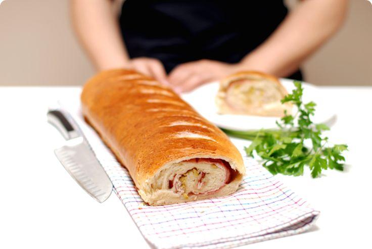 Pan relleno de jam�n serrano, york, queso y aceitunas
