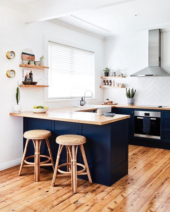 неординарные столешницы и барные стойки на кухне полезные фото идеи