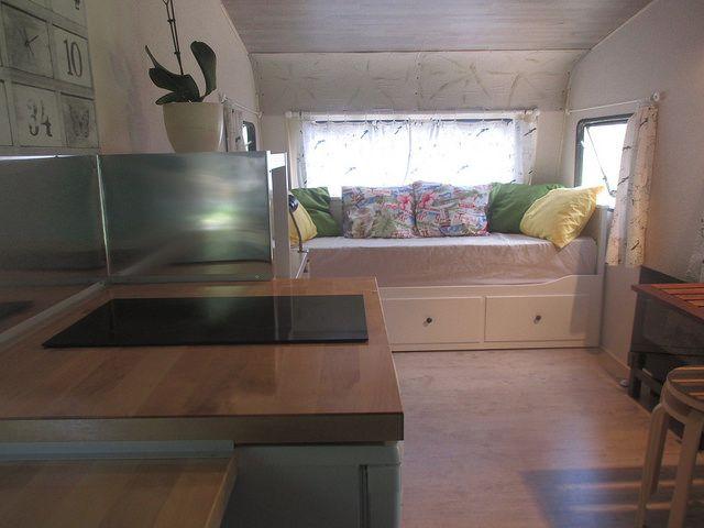 Caravana vintage en alquiler en Asturias. Interior.