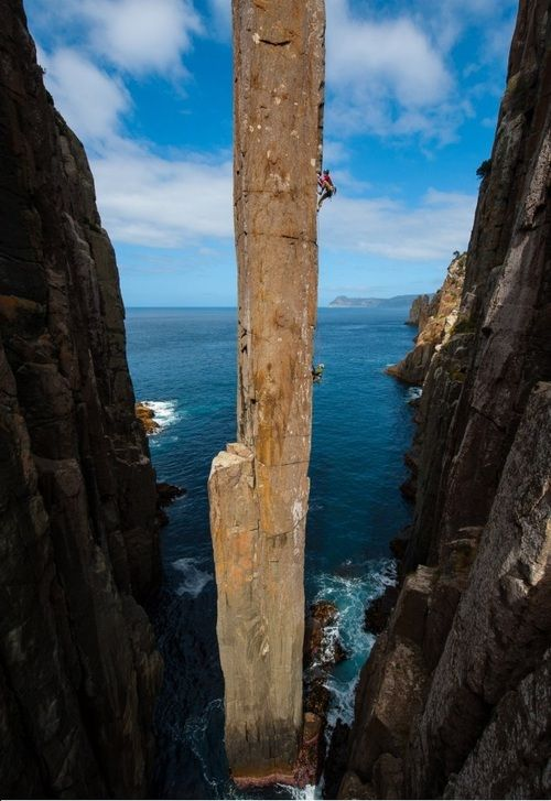 The Totem Pole in Tasmania, Australia. [634x922] Photo by Simon Carter. -