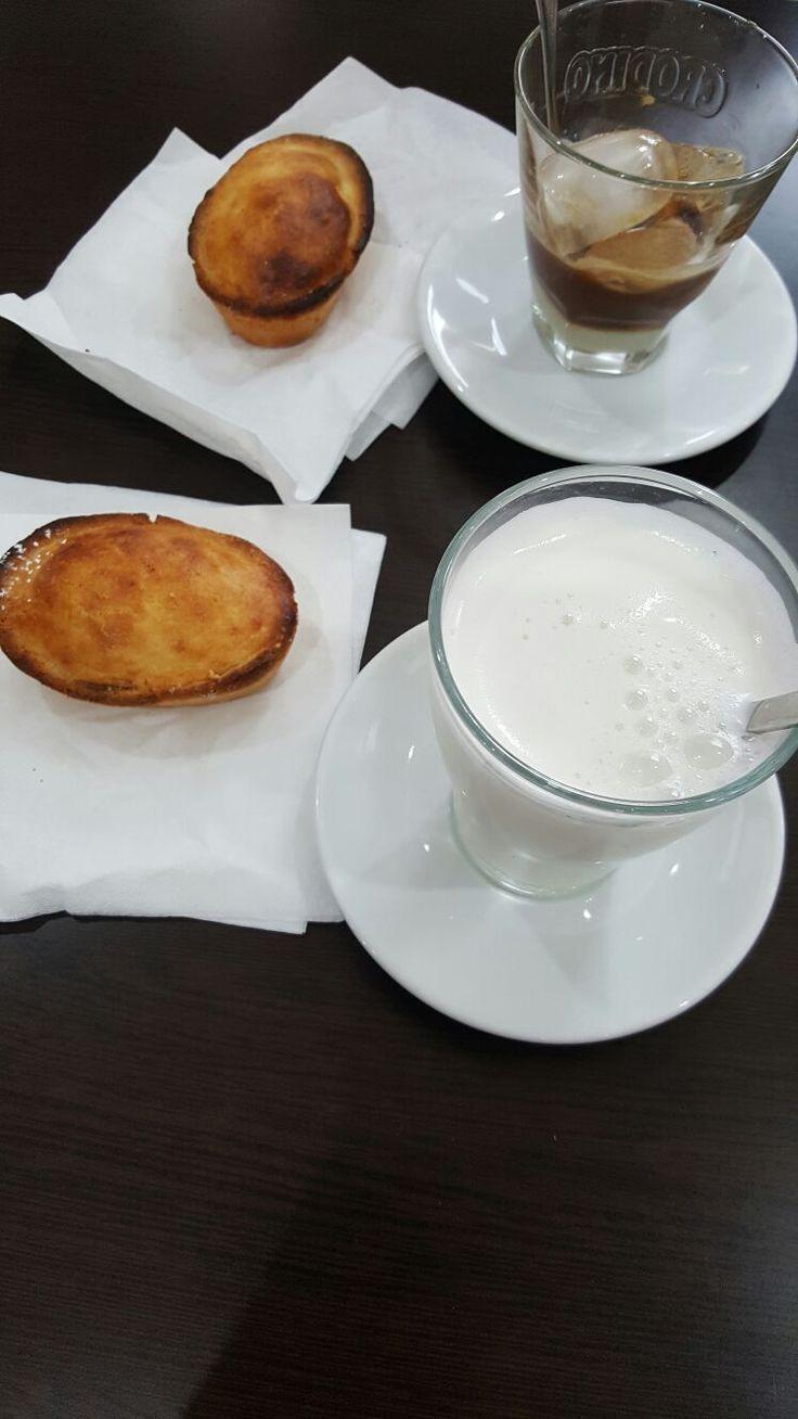 Colazione leccese con pasticciotto e caffè tipico