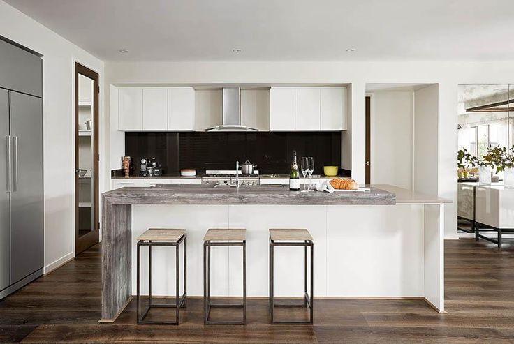 Monterey 33: Kitchen.