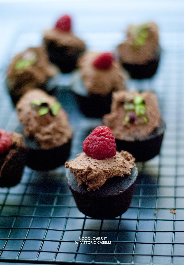 Cupcakes al cioccolato senza glutine con frosting all'acqua