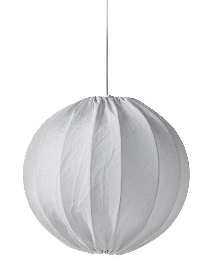 Taklampa i linne som ger ett vackert ljussken. Stina är lättplacerad och passar i många olika rum. Inkl. vitt upphänge. Komplettera med ljuskälla.
