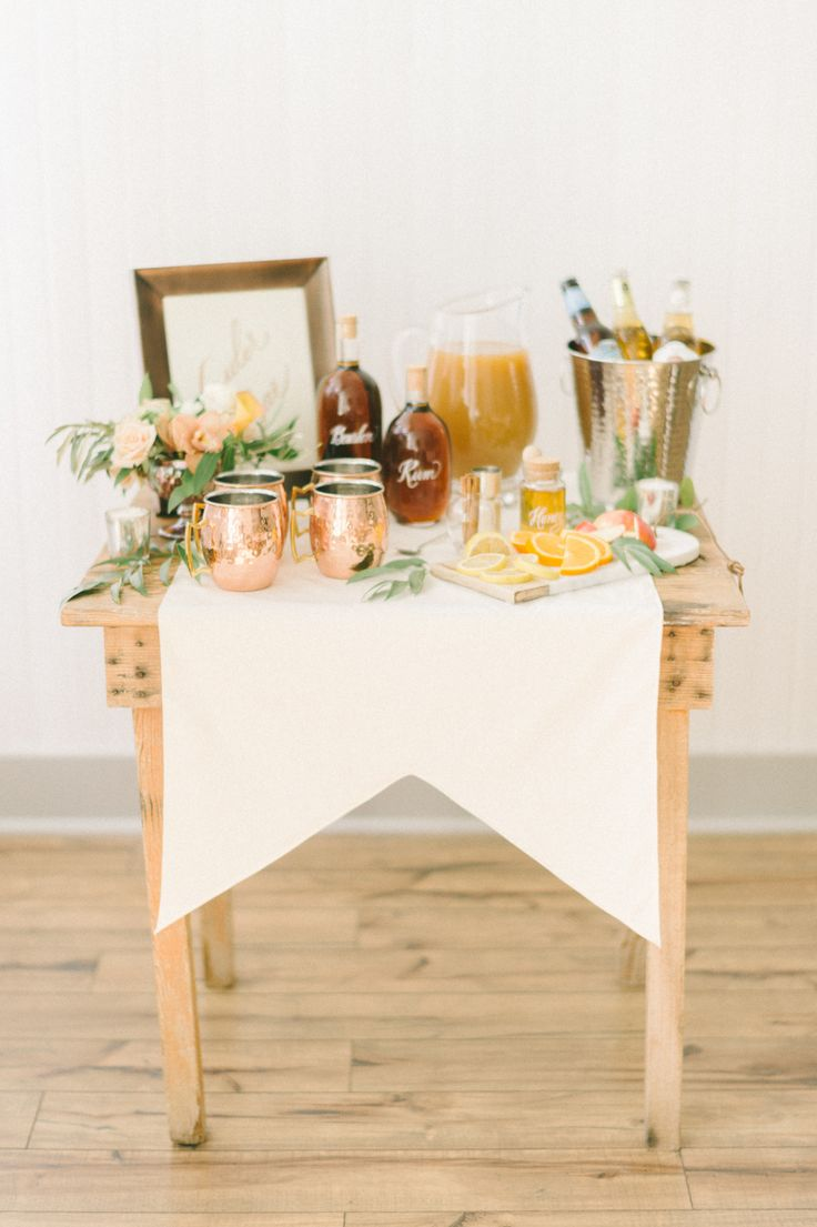 Festive cocktail party: Photography : Elizabeth Fogarty Read More on SMP: http://www.stylemepretty.com/living/2016/10/26/copy-this-fall-party-blueprint-for-a-perfectly-festive-fete/