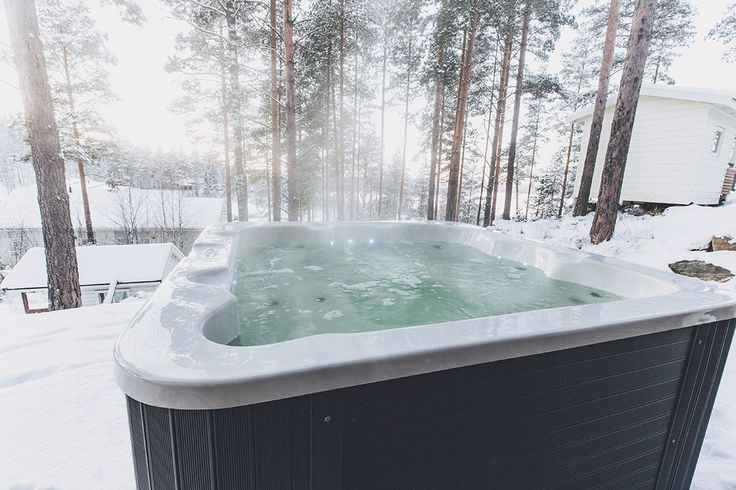 Luosto altaan lämpö pysyy hyvin tasaisena vaikka ulkona olisi paukkuvat pakkaset. Lumispa.fi | Ulkoallas.fi | kylpykauppa.fi | Novitek.fi | facebook.com/novitekspa/