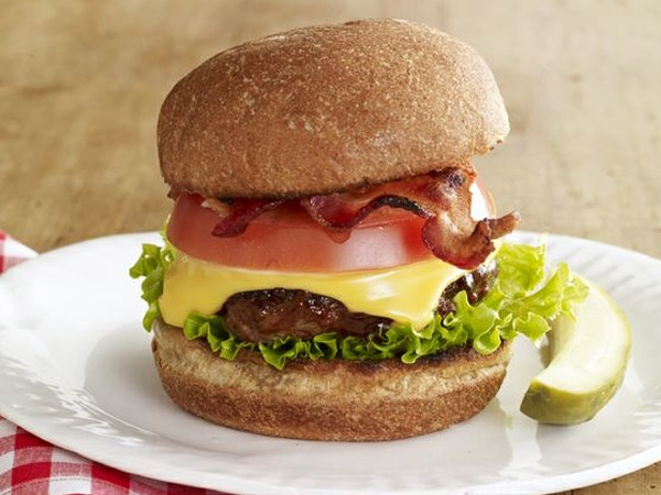 Recipes - Main Courses - Canadian Cheeseburger - Kraft First Taste Canada