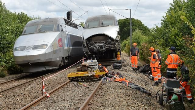 TGV & tractor collision near Rennes. resumption of normal traffic SNCF -- (France)