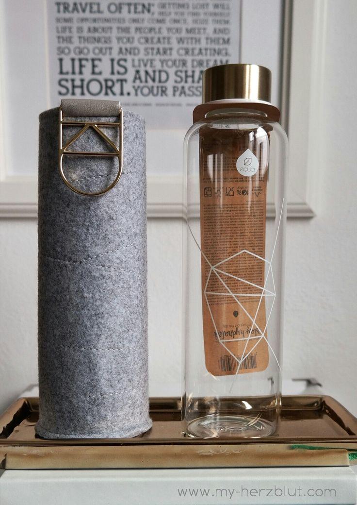 Wunderschöne Trinkflasche aus Glas mit Flizhülle - jetzt in dkl.grau bei mir auf dem Blog als #giveaway