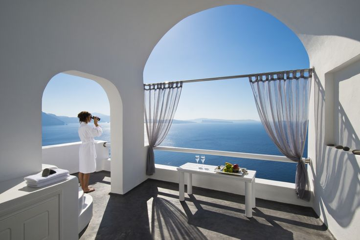 Experience the privacy that #ArtMaisons offers you with an amazing volcanic view! #Santorini #Caldera