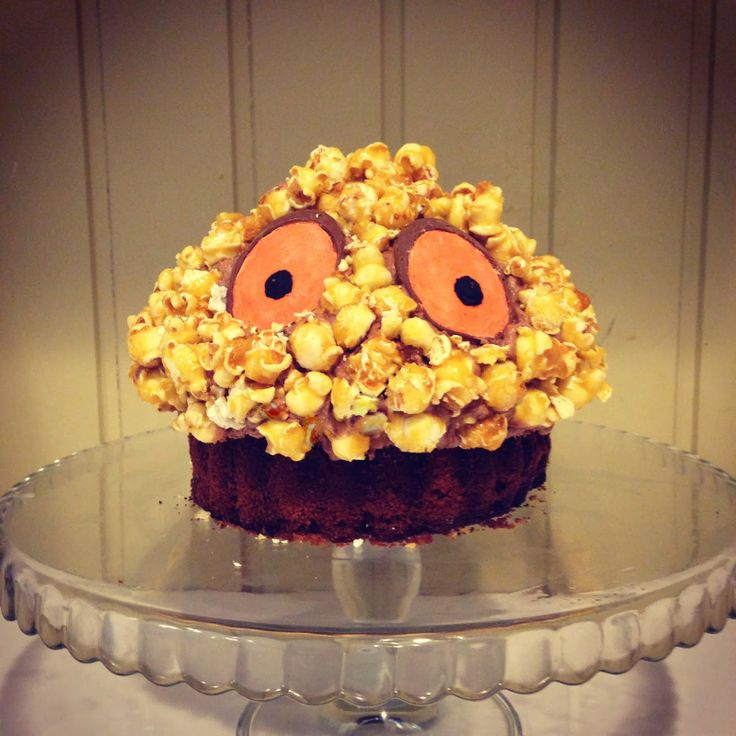 "A gruffalo themed party ""Gruffalo Crumble"" cake."