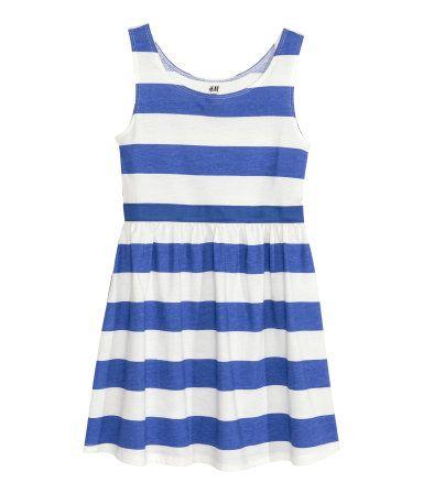 Kornblumenblau/Gestreift. Ärmelloses Jerseykleid mit sichtbarem Gummizug auf Taillenhöhe und leicht ausgestelltem Rock.