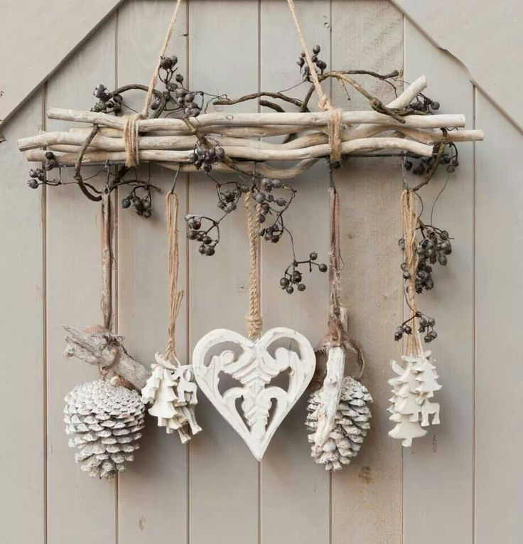 DIY - cottage seasonal decor - beautiful shabby chic Christmas decoration made with branches, pine cones and other natural materials - Love this idea!!!!!!!!!