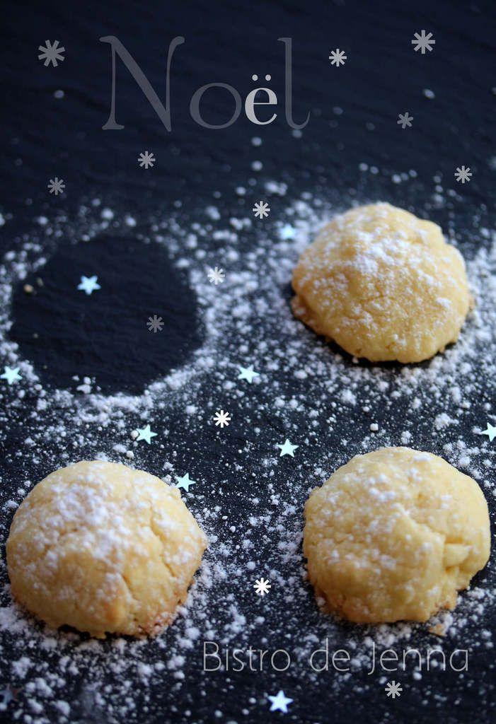 Biscuits de Noël (au beurre) ( Recette pour Noël ) ༺༻ ༺༻ ༺༻༺༻༺༻ INGREDIENTS: (pour 40 biscuits) 220 g de farine 60 g de maïzena pincé de sel 230 g de beurre mou 40 g de sucre glace 5 c.à.café de extrait de vanille naturelle sucre glace pour décoration...