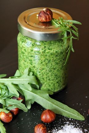 Rucola-Haselnuss-Pesto