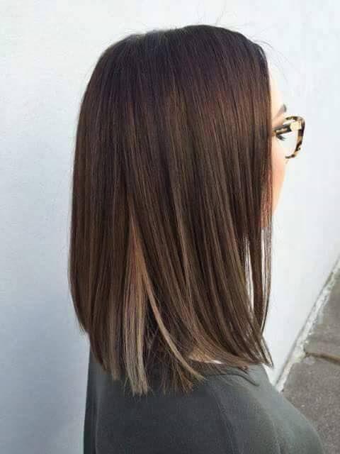 Imagen de inspiración  Bob long  efecto under-light  Que son mechas ocultas dando luz al movimiento de tu cabello  Perfecto para chicas conservadoras o primerizas en trabajos de color