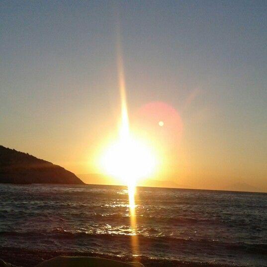"sunrise at ""vitsilia"" beach fournoi island"