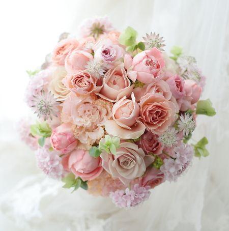 ラウンドブーケ メゾン・ポールボキューズ様へ アプリコット色のドレスに : 一会 ウエディングの花