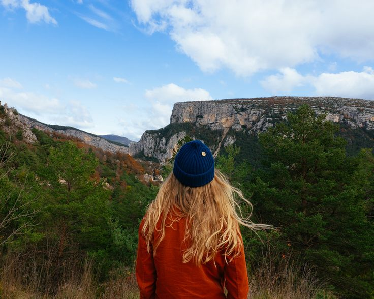 Wearing a sustainable beanie from VAI-KØ. Vanlife in France.