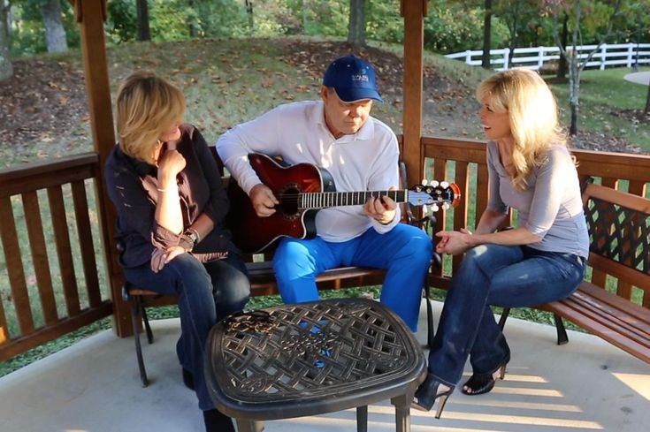 NASHVILLE— As music legend Glen Campbell enters the final stages of Alzheimer's disease, his family is giving the world a rare glimpse inside his battle with...