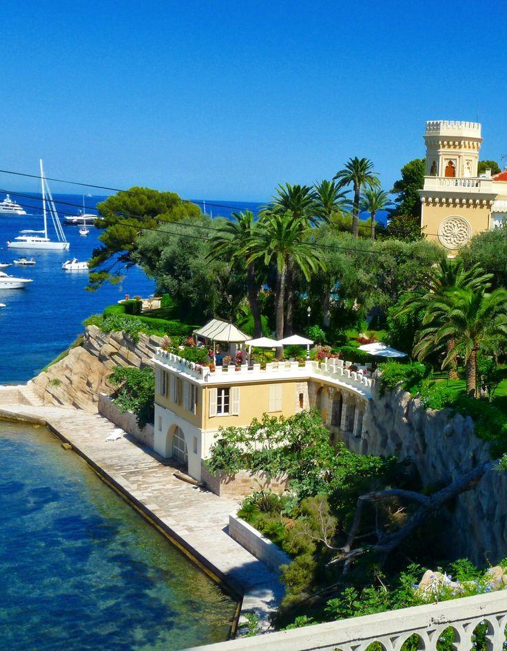 Le port de Saint-Jean-Cap-Ferrat et son ciel bleu azur, Côte d'Azur